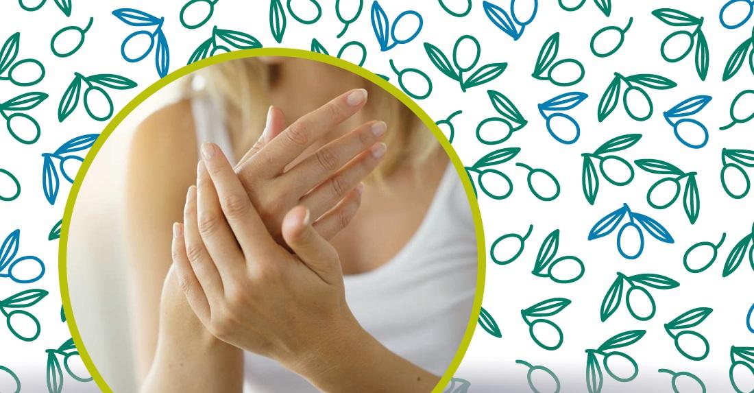 olio di oliva sulle unghie
